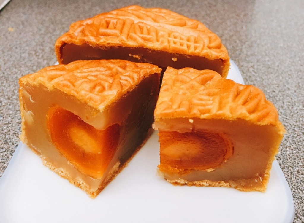 White Lotus Mooncake with Single Yolk from Chef Choi