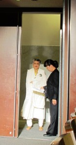 Yasmeen about to enter the hall to receive her Fukuoka prize, Sept 2016