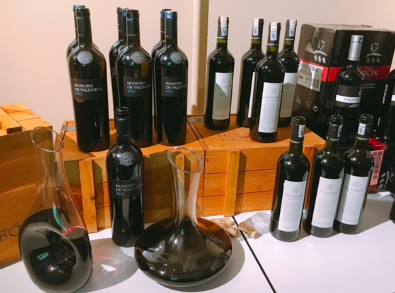 Honoris de Valdubon languished in the decanters, but not for long