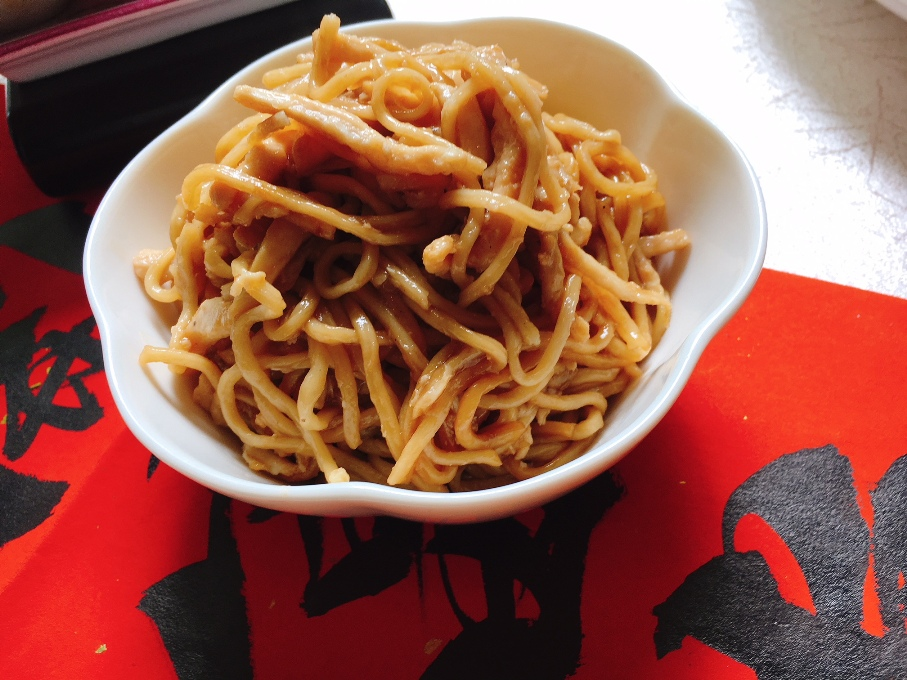 Braised Ee Fu Noodles with shredded chicken and crabmeat