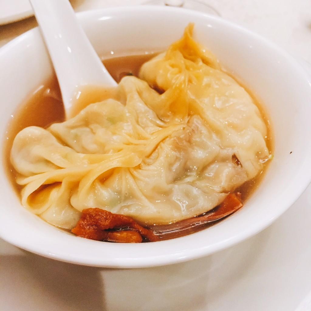 Giant Seafood Dumpling i Cordycep Flower Soup