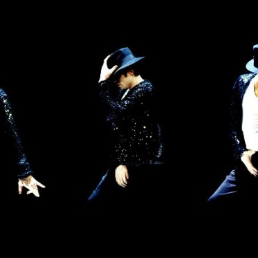 michael-jackson-doing-dance-2048x1152